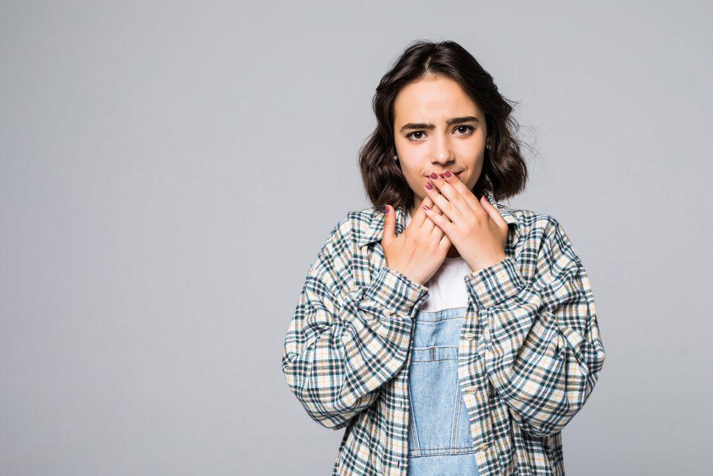 Nieprzyjemny zapach z ust o poranku – jak go wyeliminować?