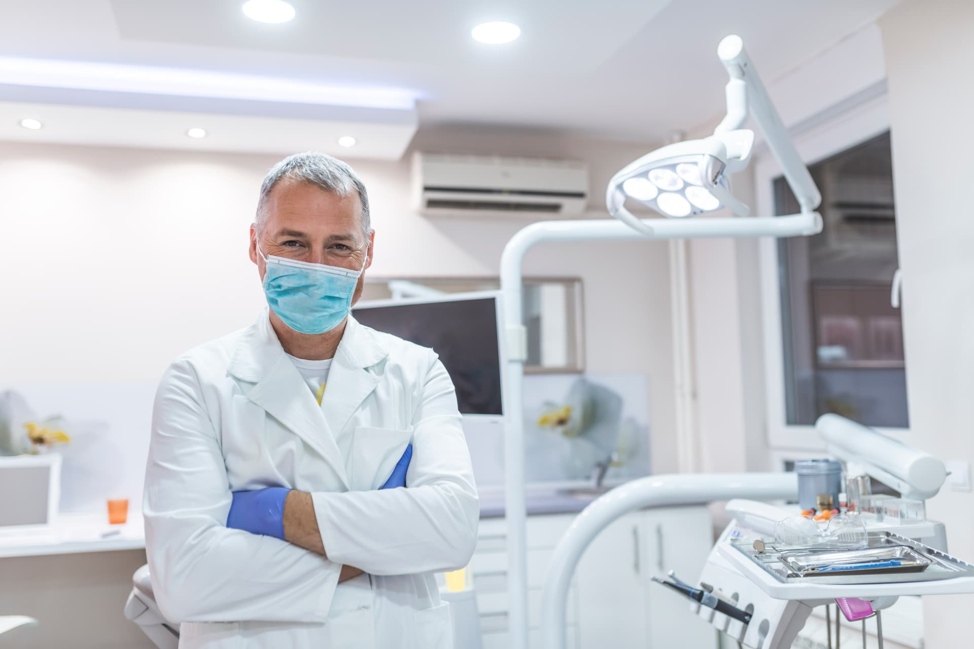 Root canal treatment or tooth extraction? Which to choose?