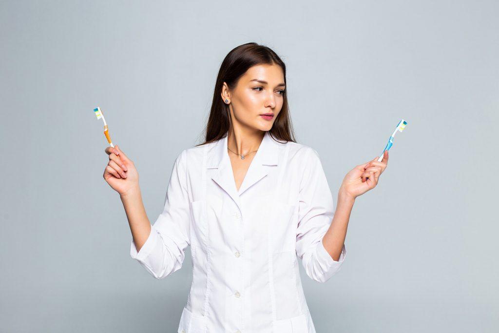 Jak czyścić i dezynfekować szczoteczki do zębów?