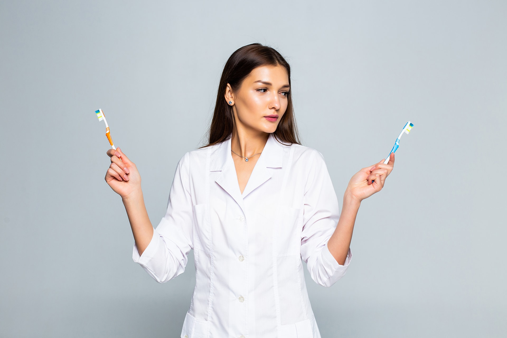 How to clean and disinfect toothbrushes?